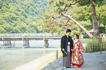 京都で有名な嵐山 竹林と渡月橋でのフォトウェディングの魅力